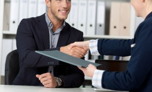 من له صلاحية اجراء المقابلات الشخصية مع الموظفين الجدد …؟